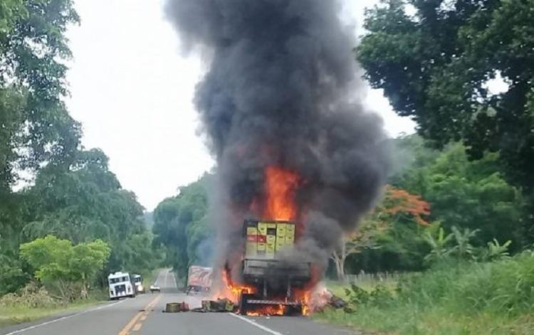 O incidente causou uma fumaça com mais de 20 metros de altura - Foto: Divulgação | Luiz Conceição