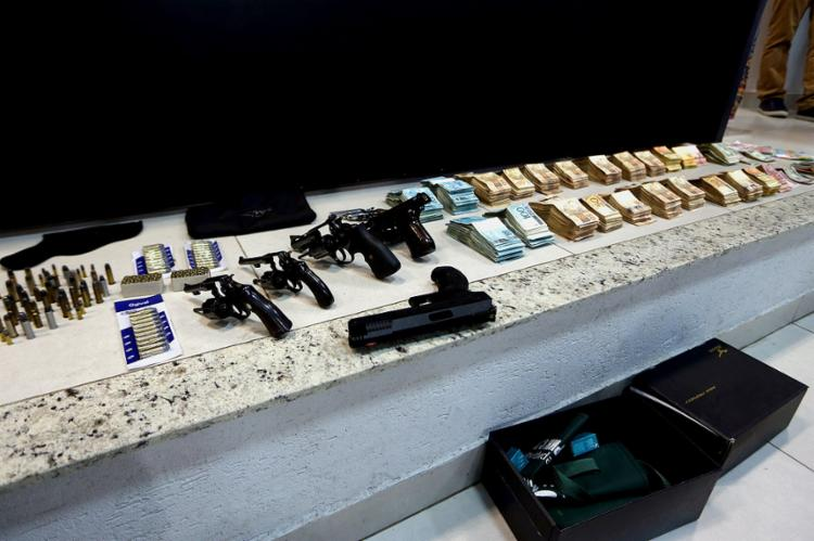 A nova prisão foi decretada por suposto porte ilegal de arma de fogo de uso permitido e restrito. - Foto: Ernesto Rodrigues l Agência Brasil