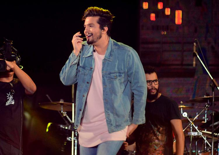Cantor se apresentou na segunda noite do Festival Virada Salvador, na Boca do Rio - Foto: Jefferson Peixoto | Secom
