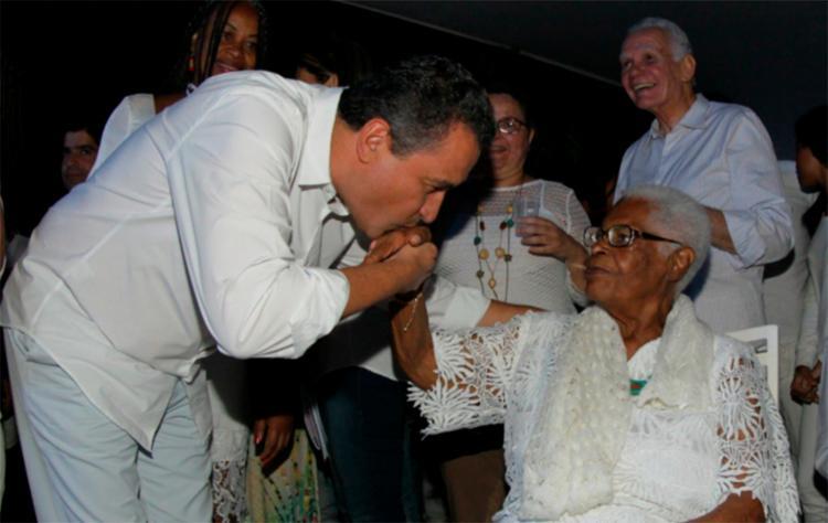 Governador Rui Costa relembrou trajetória da sacerdotisa em seu Twitter - Foto: Reprodução | Twitter
