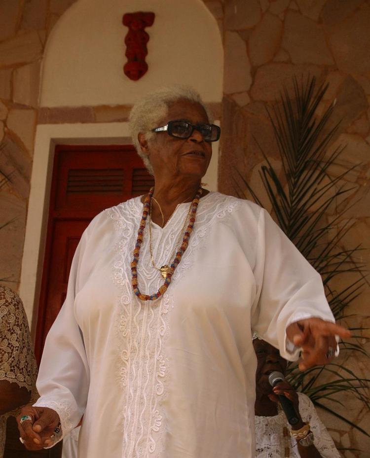 Mulher negra, de santo e de opinião deixa um rico legado - Foto: Xando Pereira | Ag. A TARDE | 31.08.2003
