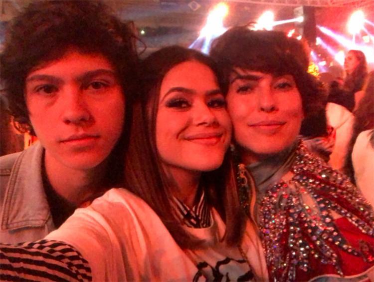 Os seguidores da atriz brincaram na rede social, dizendo que Arashiro e Fernanda são a versão brasileira de Zack e Cody - Foto: Reprodução | Twitter
