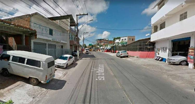 Ato ocorre e atrapalha o trânsito nos dois sentidos na Estrada do Matadouro - Foto: Reprodução | Google Maps