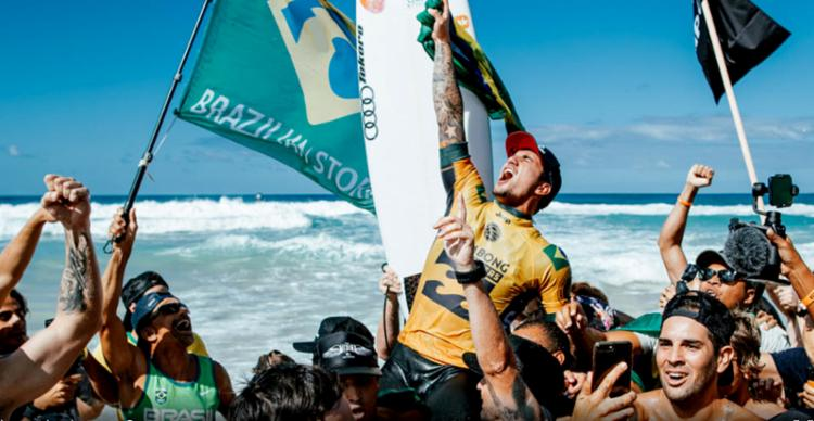 Medina deu show em Pipeline e conquistou título em temporada memorável para a Tempestade Brasileira - Foto: Reprodução l WSL