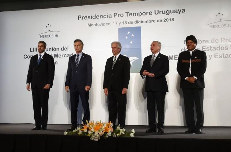 O presidente Michel Temer ao lado de outros líderes na América Latina - Foto: Miguel Rojo | AFP