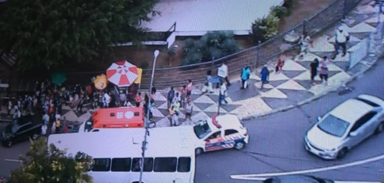O acidente ocorreu após uma batida entre um carro e um ônibus - Foto: Reprodução