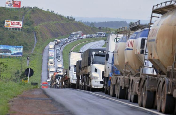 Grande parte das mortes no trânsito ocorre em estradas bem movimentadas - Foto: Valter Campanato | Arquivo Agência Brasil