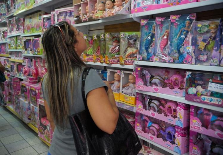 Pais devem observar se o brinquedo tem selo do Inmetro - Foto: Fernando Frazão | Agência Brasil
