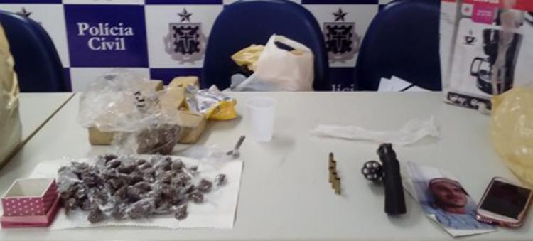 Na operação cerca de 50 quilos de maconha, crack e cocaína foram apreendidos no conjunto Tamandari, no bairro Tomba. - Foto: Reprodução   site Acorda Cidade