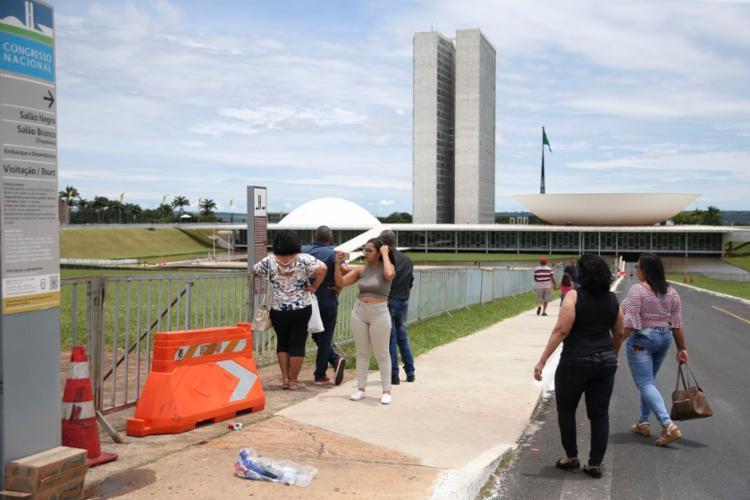 O Palácio do Planalto estima que a posse do presidente eleito será acompanhada por 250 mil a 500 mil pessoas - Foto: José Cruz   Agência Brasil