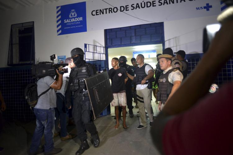 Dezesseis pessoas estavam em poder dos suspeitos - Foto: Shirley Stolze l Ag. A TARDE