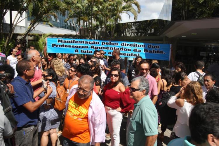 Manifestantes permanecem na Alba e pedem que reforma não seja votada - Foto: Luciano da Matta | Ag. A TARDE