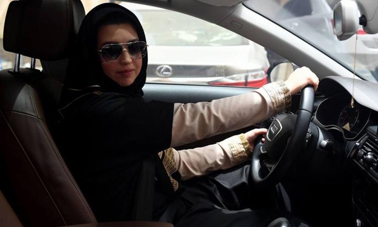 O governo saudita passou a permitir que mulheres tenham o direito de dirigir no país