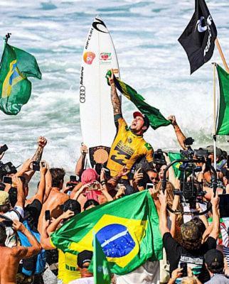edd99edc6 O brasileiro Gabriel Medina conquistou o bicampeonato mundial de surfe  durante a disputa da etapa de