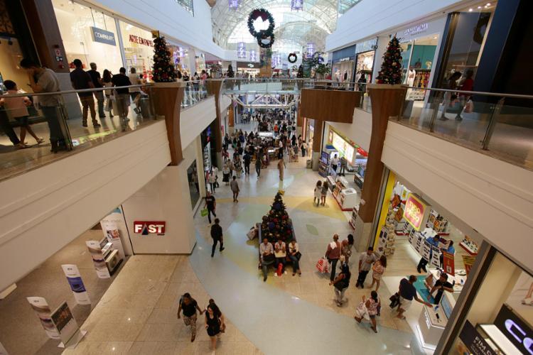 Os shoppings da capital baiana não abrirão as lojas no dia 25 - Foto: Adilton Venegeroles l Ag. A TARDE