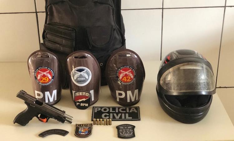 Foram apreendidos dois veículos, duas motocicletas, armas, colete balístico e munições - Foto: Divulgação | SSP-BA