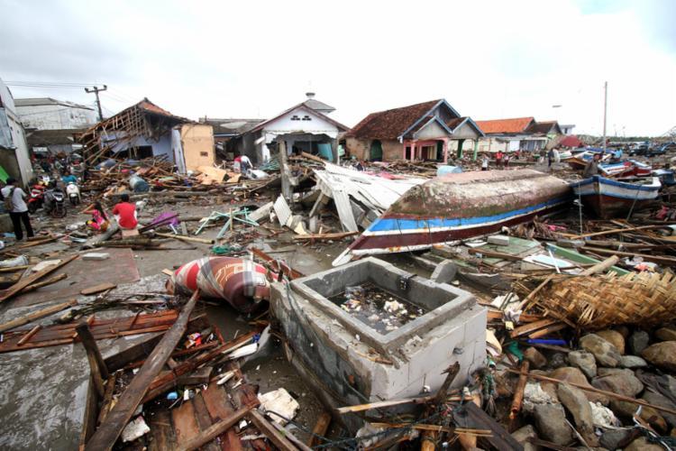 Mais de mil pessoas ficaram feridas e dezenas estão desaparecidas - Foto: Demy Sanjaya l AFP