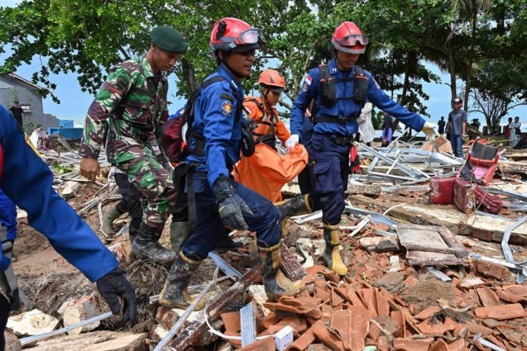 Mais de mil pessoas ficaram feridas e dezenas estão desaparecidas - Foto: Adek Berry l AFP