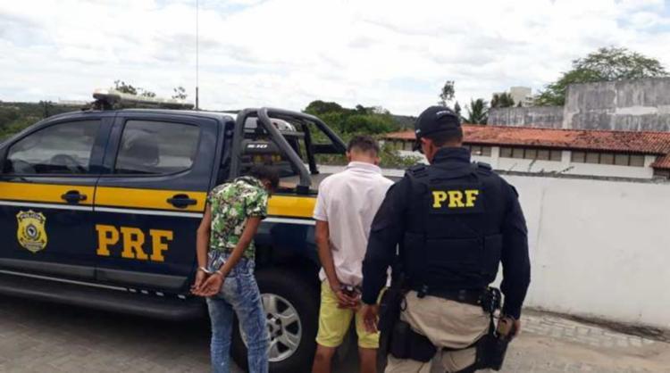 O veículo foi interceptado nas imediações de um posto de gasolina da cidade de Entre Rios - Foto: Divulgação | PRF