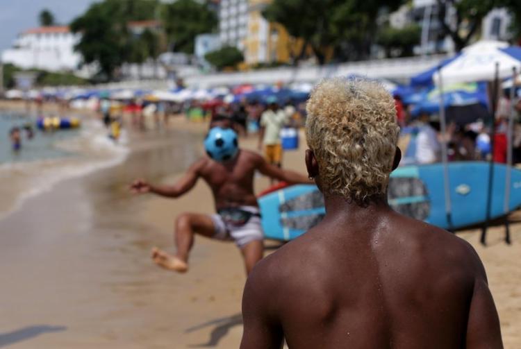 Cartão-postal por excelência, a diversidade reina no Porto da Barra - Foto: Raul Spinassé / Ag. A TARDE