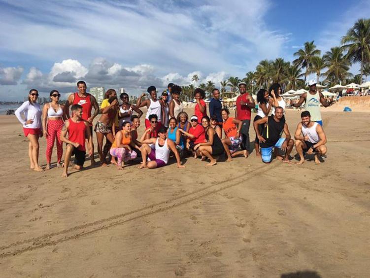 Atividade na praia é uma excelente opção para todas as idades, mas é preciso precaução - Divulgação