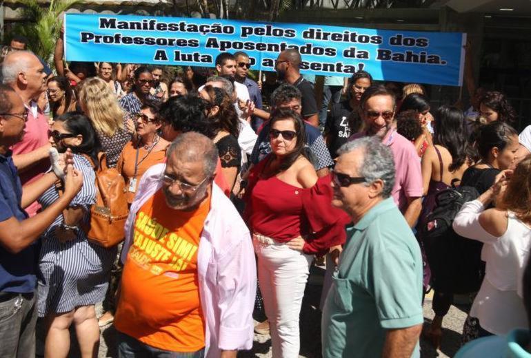 Em meio a protestos, deputados aprovam pacotes de medidas de Rui Costa | Luciano da Matta | Ag. A TARDE