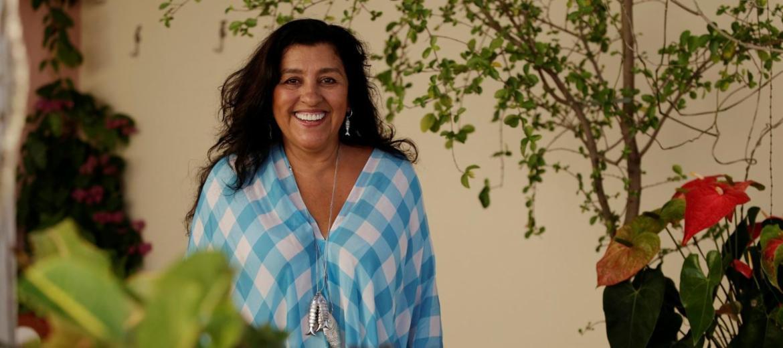 Regina Casé estreia peça em Salvador e revela novos projetos