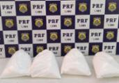 Jovem de 18 anos é presa com cocaína dentro de ônibus | PRF