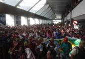 Torcida do Bahia lota aeroporto para receber jogador | Felipe Oliveira | EC Bahia