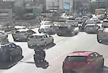 Rompimento de adutora deixa trânsito lento na avenida Tancredo Neves | Reprodução | Transalvador