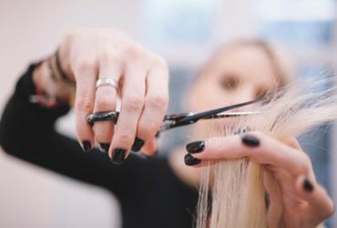 Cuidados com o cabelo representam 60% do faturamento dos salões | Freepik