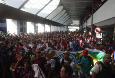 Torcida do Bahia lota aeroporto para recepcionar Fernandão | Felipe Oliveira | EC Bahia