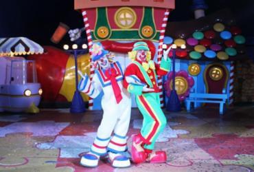 O espetáculo da dupla 'Patati e Patatá' acontece até o dia 27 de janeiro no estacionamento do Wallmart Pituba. - Divulgação