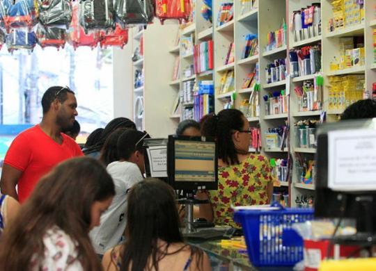 Operação Volta às Aulas fiscaliza itens do material escolar   Mila Cordeiro   Ag. A TARDE