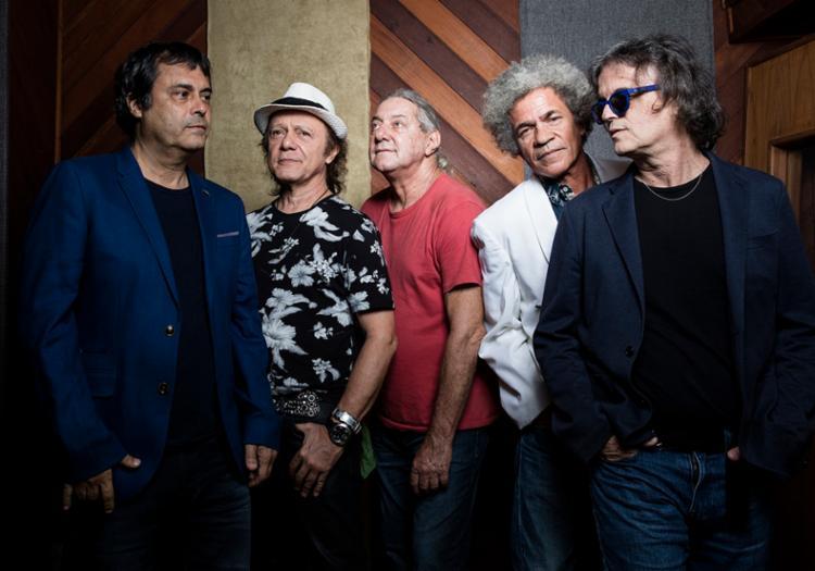 Grupo celebra 40 anos de carreira e se apresenta com participações especiais - Foto: Daryan Dornelles | Divulgação
