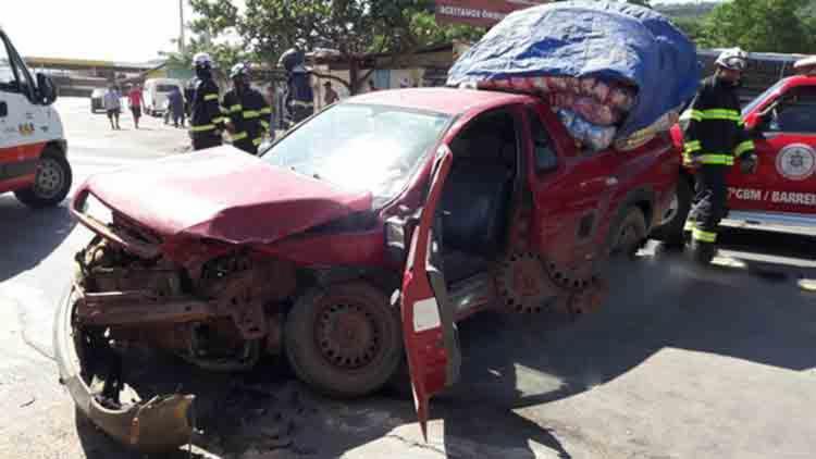 A colisão aconteceu na BR-242 sentido Barreiras - Foto: Reprodução | Blog do Braga