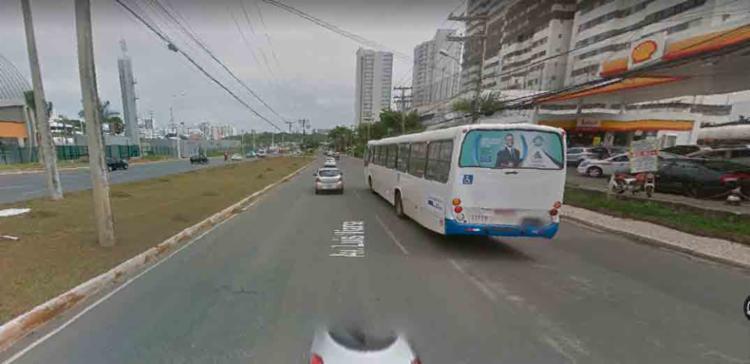 O acidente ocorreu na Avenida Paralela, próximo ao posto Shell - Foto: Reprodução | Google Maps