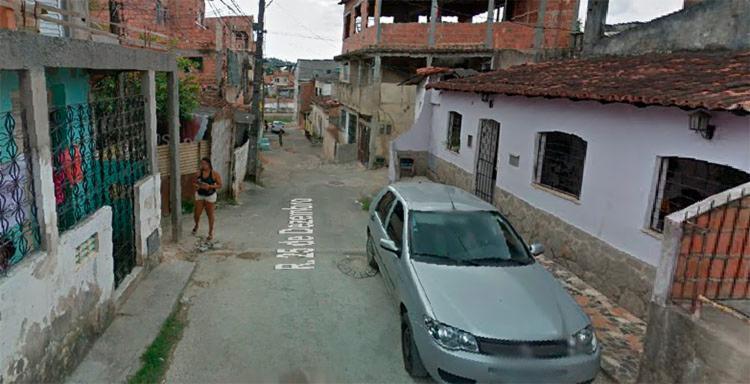 O crime aconteceu na casa onde elas moravam na rua 25 de Dezembro, no bairro Periperi, em Salvador - Foto: Reprodução   Google Maps