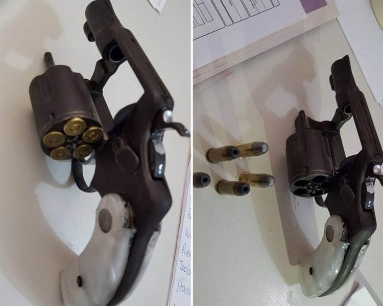 Suspeita levaria o revólver calibre 38 para uma pessoa em Piraí do Norte - Foto: Reprodução | Diario Paralelo