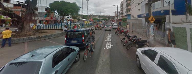 Assalto ocorreu na agência da Caixa Econômica, na Praça da Revolução, em Periperi - Foto: Reprodução   Google Maps