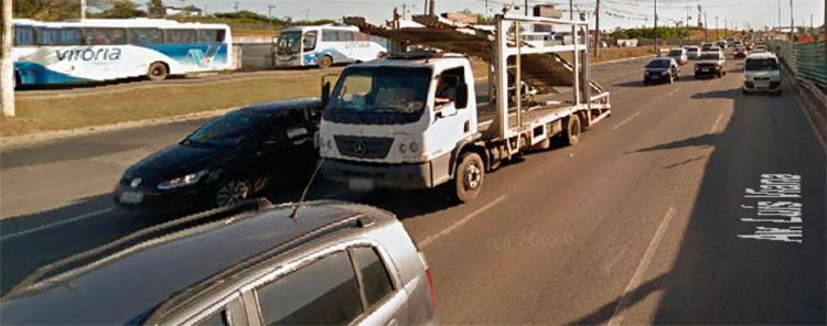 O assalto aconteceu em um ônibus coletivo na altura do Parque de Exposições, na avenida Luís Viana (Paralela), em Salvador - Foto: Reprodução | Google Maps
