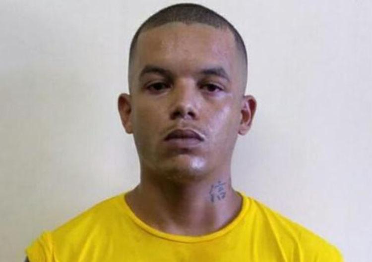 Fabrício dos Santos Oliveira já possui mandado de prisão em aberto por tráfico de drogas, - Foto: Divulgação | SSP-BA