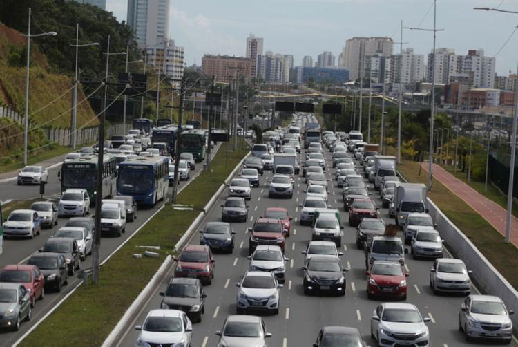Os contribuintes devem ficar atento aos prazos de pagamento do licenciamento e do seguro obrigatório - Foto: Joá Souza | Ag. A TARDE
