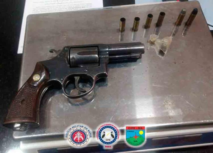 A polícia apreendeu com o homem um revolver calibre 38 - Foto: Divulgação   SSP-BA