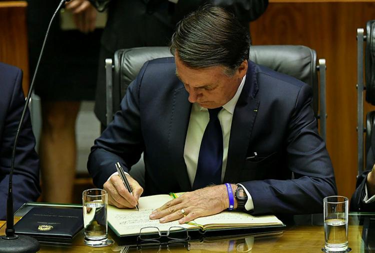Bolsonaro também deverá editar hoje decreto de posse dos ministros e de desvinculação de cargos - Foto: Nelson Almeida | AFP
