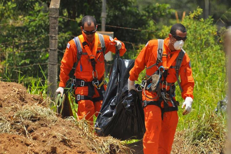 No total, 121 corpos já foram resgatados pelos bombeiros - Foto: Antônio Cícero | Photopress