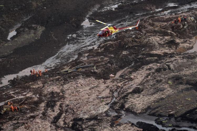 Às 5h30, uma sirene alertou para o risco de rompimento de uma nova barragem - Foto: Douglas Magno / AFP