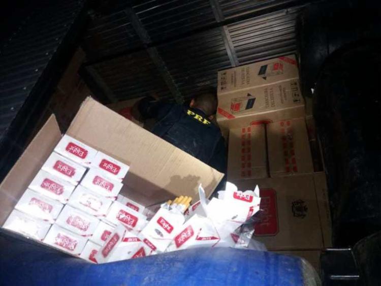 Carga clandestina estava encoberta por bombonas usadas