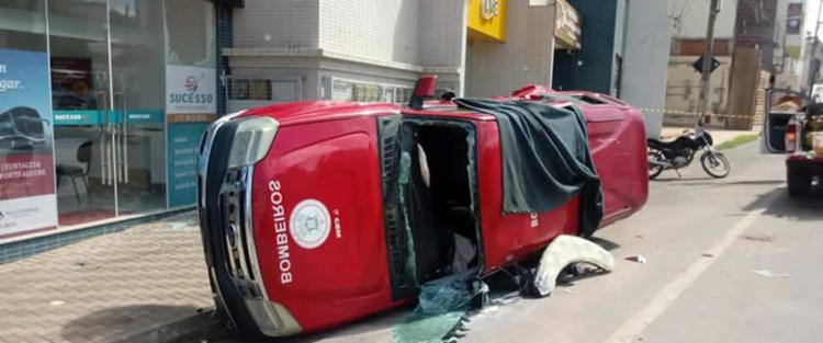 Com o impacto, viatura tombou, deixando um bombeiro ferido - Foto: Reprodução | blog Sigi Vilares