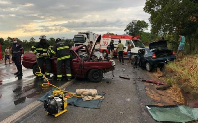 O acidente ocorreu na manhã desta quarta-feira no Km-818 da BR-242. - Foto: Divulgação | Acorda Cidade